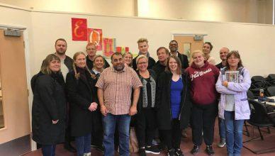 Bilde: Fra studietur til London og Wales. Alle studieturdeltakere med Jas Johal fra Reaching Out East i forkant.