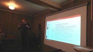 Bilde: Stjørdal kommunes Rolf Mollan forteller om deres delprosjekt om forebygging for unge