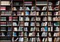 Bilde: Bokhylle med masse bøker