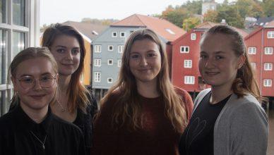 Bilde: Fra venstre: Liva Elvira Myrvold Nynes, Christina Kildal, Ellinor Elvrum Evensen og Johanne Bakken Moe.