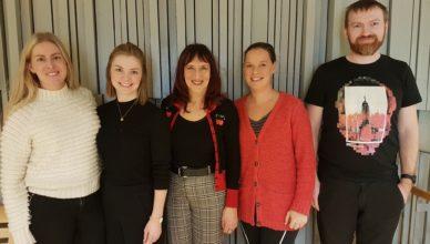 Bilde: Fra venstre: Frida Rotlid, Maren Kjeldstad, Wigdis Helen Sæther, Li Anne Charlotta Söderhielm og Bjørnar Schei.